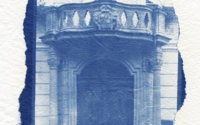 Cyjanotypia na powierzchniach nietypowych – szkło, metal, drewno, tkaniny